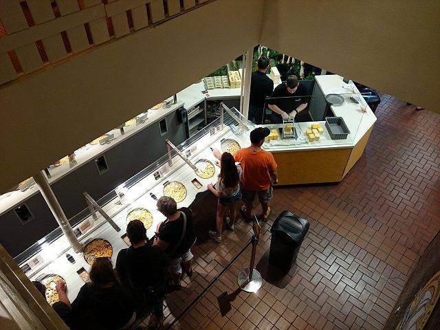 ティラムックのチーズ工場試食コーナー_1