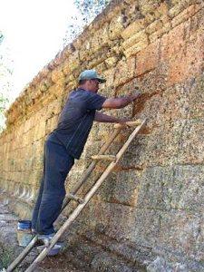 20年前のプリアカーン遺跡修復作業の様子