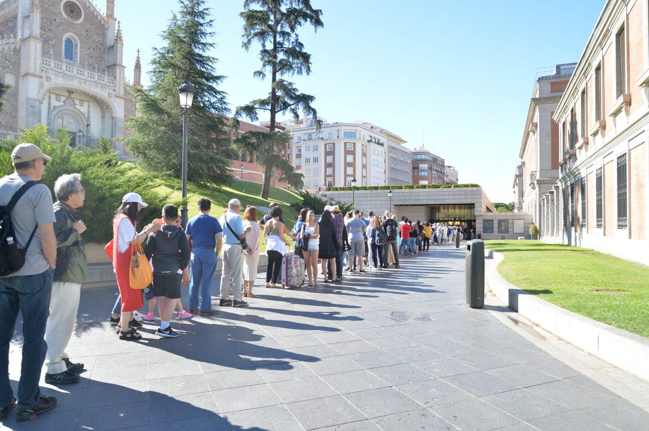 プラド美術館入場前の行列