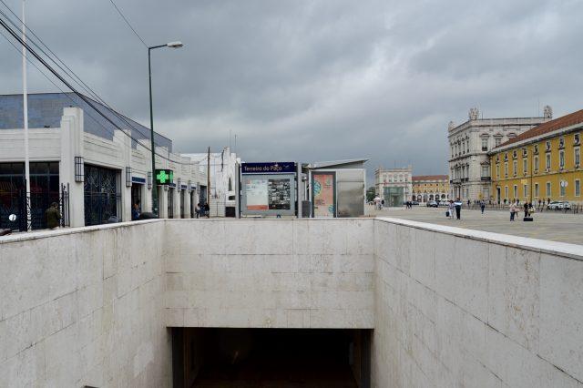 リスボンの地下鉄テレイド・パソ駅の入り口