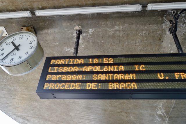 ポルトのカンパーニャ駅で乗り継ぎ(案内板)