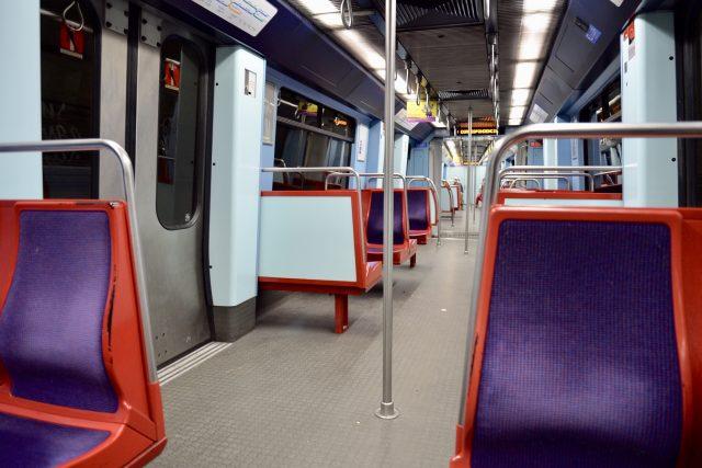 リスボンの地下鉄ブルーラインの車内