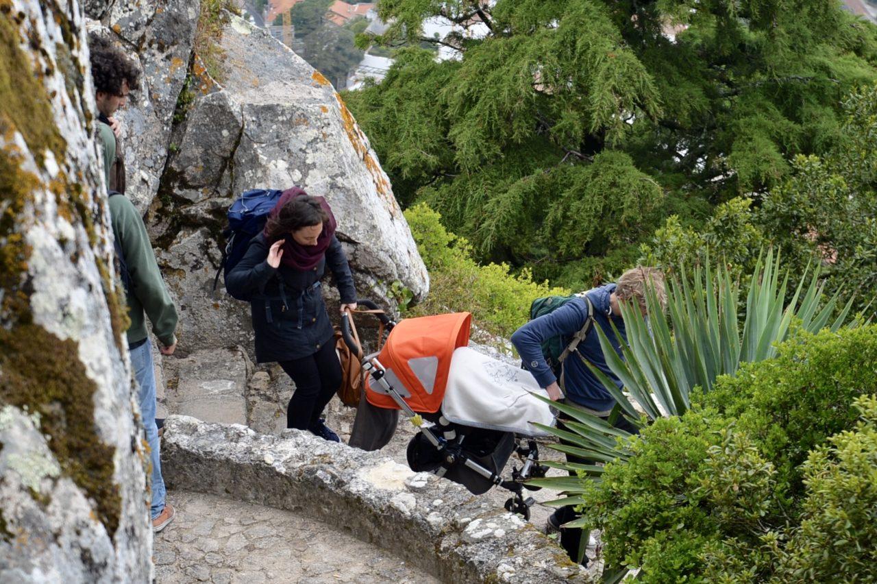 赤ちゃんも一緒に観光-ムーアの城跡にて